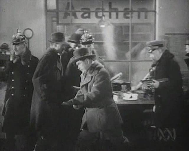 Das soll wohl der Hauptbahnhof sein - im Vordergrund der großartige Oskar Homolka